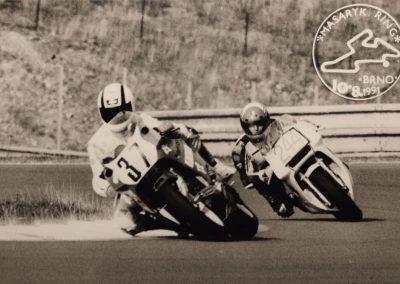 Unterwegs beim Formula-Open-Rennen in Brünn. Es war ein Motorrad mit Achsschenkel-Lenkung, dem Prototyp 1. Das Konzept setzte sich nicht durch, es war noch zu wenig ausgereift.