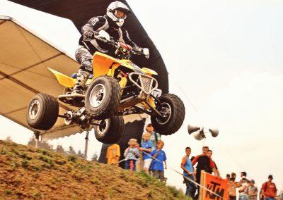 Einst fuhr Marcel Büchler auch Motocross. Allerdings reinigte er nicht gerne Motorräder. So stieg er auf Strassenrennen um. Das Bild zeigt ihn beim Motocross Andelfingen.