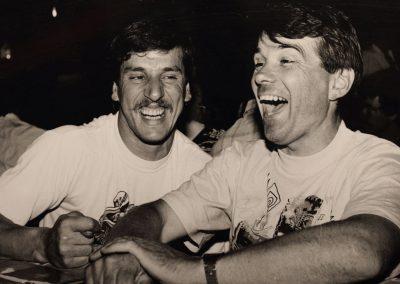 Erinnerung an gemeinsame Rennzeiten mit der Legende Bruno Kneubühler. Er war sein Vorbild und Trainer. Gemeinsam hatten sie es auch nach den Rennen lustig.