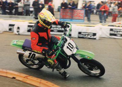 Wer Motocross fährt und auf der Strasse schnell unterweg sein kann, ist beim Supermotard bestens aufgehoben. Dort sind beide Fähigkeiten gefragt. Auf diesem Bild in Eschenbach.