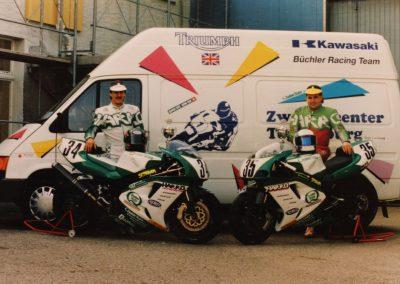 Erinnerungen an die Saison 1992. Mit diesem Teamfoto sind für den Rennfahrer Marcel Büchler immer noch positive Emotionen verbunden.